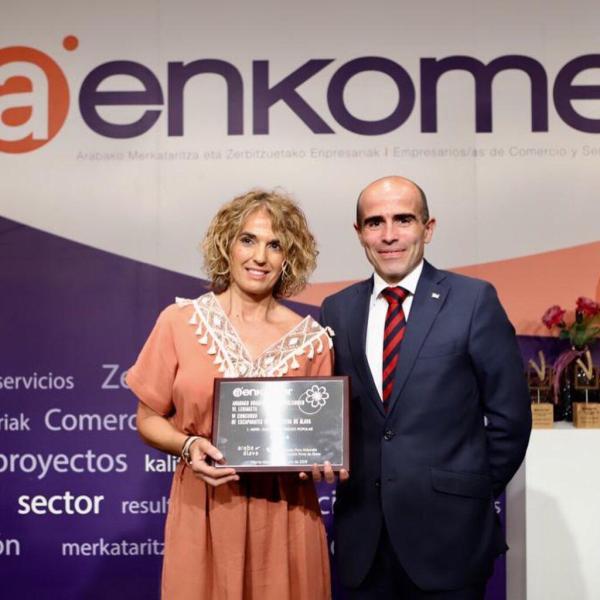 Virna Premio Mejor Escaparate Popular Concurso Primavera AENKOMER